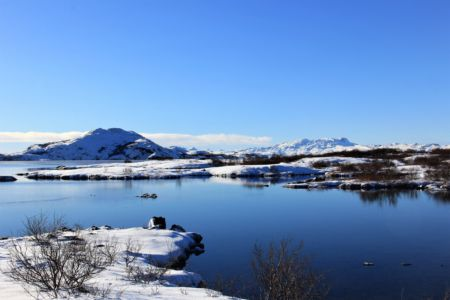 Lake Thingvellir in wintergarments