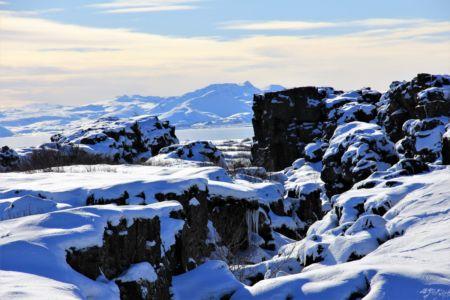 Almannagjá canyon with a view to lake Þingvellir